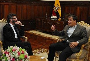 Rafael Correa recibe a Fito Páez