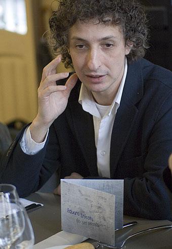 Eduard Iniesta en la rueda de prensa de hoy en la que ha presentado su nuevo CD © Xavier Pintanel
