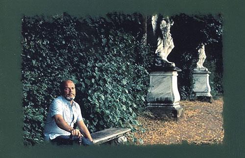 Fotografía de Jaime Gil de Biedma que aparecen en el disco «Alejandro Martínez canta a Jaime Gil de Biedma».