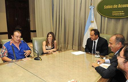 Antonio Tarragó Ros, Soledad Pastorutti y el Gobernador de la provincia de Buenos Aires, Daniel Scioli y el titular del Instituto Cultural, Juan Carlos D'Amico.
