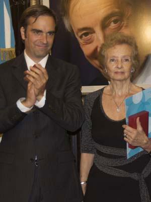 El ministro presidente del Consejo Nacional de la Cultura y las Artes, Luciano Cruz-Coke y Lilian Clark, madre de Gustavo Cerati. © La Segunda Online