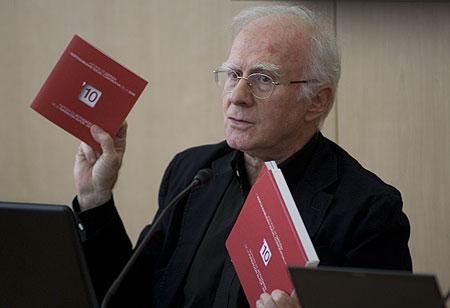 Eduardo Bautista en la presentación del balance global de la actividad social, cultural y económica de la SGAE durante el ejercicio 2010. © Xavier Pintanel