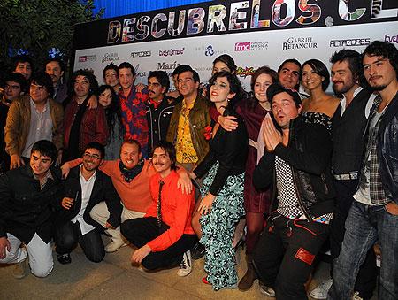 Foto de grupo en la fiesta de presentación del los doce nuevos artistas chilenos.