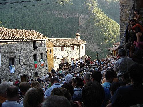 Encuentro de acordeonistas en Arsèguel, pueblo situado en el Pirineo central, a pocos kilómetros de las fronteras francesa y andorrana.