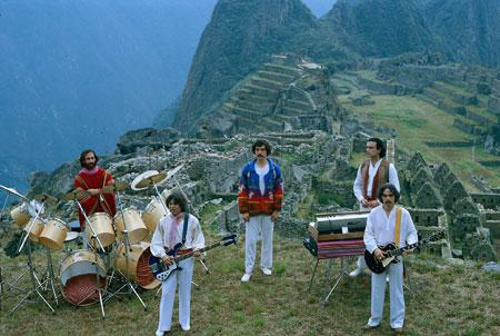 Los Jaivas en el Machu Picchu cuando se publicó «Alturas de Macchu Picchu».