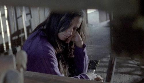Fotograma de la película «Violeta se fue a los cielos» con Francisca Gavilán en el papel de Violeta.