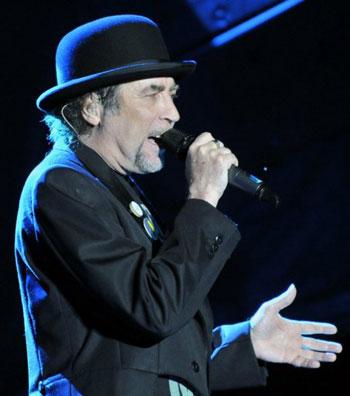 El cantante español Joaquín Sabina durante un concierto en  Paraguay. © Norberto Duarte/AFP