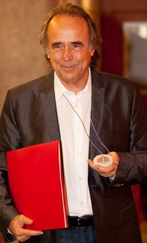 Joan Manuel Serrat en el acto de investidura de Doctor Honoris causa por la Universitat Pompeu Fabra. © UPF
