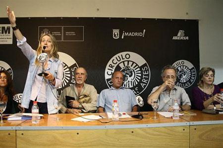 La asamblea general de socios en el Círculo de Bellas Artes. En el centro el dramaturgo Fermín Cabal. © EDUESFOTO.COM