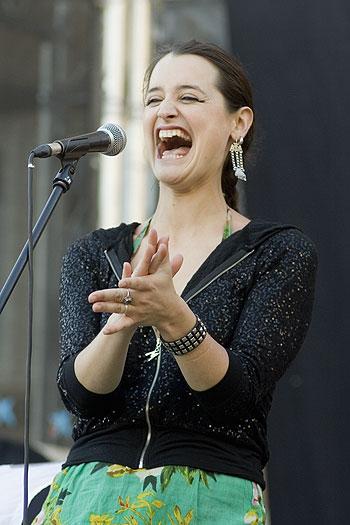 Pascuala Ilabaca en el Festival desFOLCa't de Calaf, su primer concierto en Europa. © Xavier Pintanel
