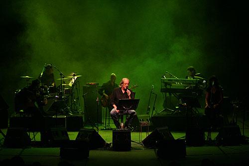 Luis Eduardo Aute en una presentación de su álbum «Intemperie». © Xavier Pintanel