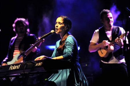 Julieta Venegas en el Festival Sons del Món. © EFE
