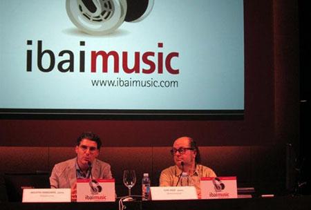 Luis Ruiz y Agustín Oiarzabal en la presentación de Ibaimusic.
