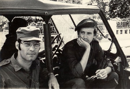 Vicente Feliú i Silvio Rodríguez en Cabinda (Angola) en febrero de 1976.