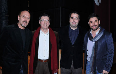 De izquierda a derecha Javier Ruibal, Juan Manuel Fernández, Luis García Gil y Miguel Poveda; el pasado 11 de enero de 2011 durante la presentación del libro «Serrat, cantares y huellas» en Cádiz. © Fernando Fernández
