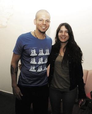 Residente con la líder estudiantil chilena Camila Vallejo. © Ricardo Abarca