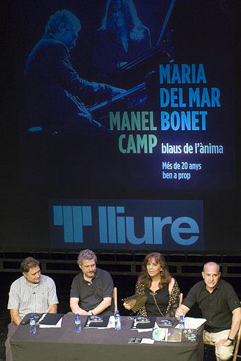 Presentación del nuevo disco y espectáculo «Blaus de l'ànima. Més de 20 anys ben a prop» en el Teatre Lliure de Gràcia (Barcelona). © Xavier Pintanel