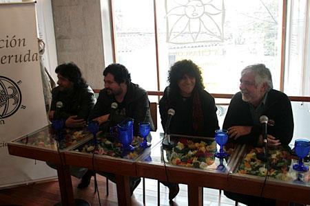 Conferencia de prensa en la Casa Museo La Chascona. De izquierda a derecha: Carlos Elgueta, Daniel Cantillana, Roberto Márquez y Jorge Coulon.