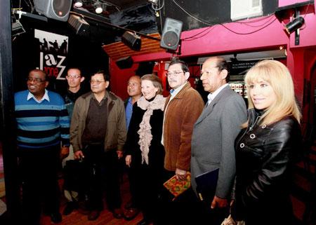 Artistas peruanos respaldaron a Susana Baca en su gestión al frente del Ministerio de Cultura e hicieron público su compromiso de apoyarla en su gran tarea por revalorar el arte nacional. © Norman Córdova/ ANDINA