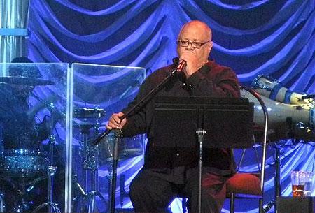 Pablo Milanés durante un concierto en Miami, Estados Unidos, el 28 de agosto de 2011. © Paula Bustamante/AFP