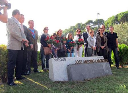 Inauguración del monumento a José Antonio Labordeta en el parque lleva su nombre. © EP