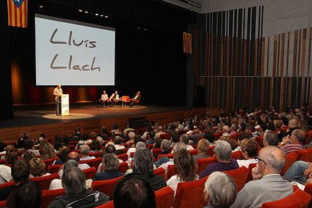 Lluís Llach en la presentación de la Assemblea Nacional Catalana en el Teatro Atlántida de Vic. © Jordi Puig