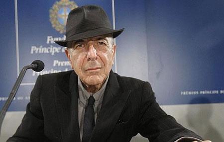 Leonard Cohen en la rueda de prensa previa a la entrega de los Premios Príncipe de Asturias. © EFE