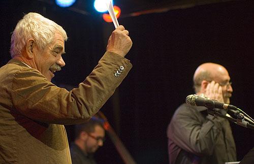Pasqual Maragall, ex presidente del Gobierno catalán, ex alcalde de Barcelona y nieto del poeta; dirige el Cant de la senyera. © Xavier Pintanel