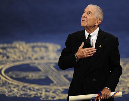Leonard Cohen tras recibir el Premio Príncipe de Asturias de las Letras en Oviedo. © Eloy Alonso/REUTERS