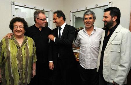 De izquierda a derecha: Marian Farías Gómez, León Gieco, Daniel Scioli, Peteco Carabajal y Jorge Rojas.