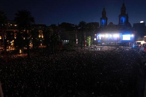 «Concierto para Violeta» en la Plaza de Armas de Santiago de Chile. © Terra