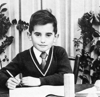 Su físico no ha cambiado demasiado pero afortunadamente sí su pensamiento: Empezó cantándole a Franco y luego fue una de sus pesadillas.
