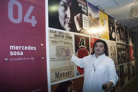 Fabián Matus, hijo de Mercedes Sosa, presentando la exposición sobre su madre. © Mariana Russo/Secretaría de Cultura de la Nación