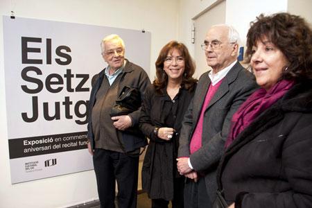 Lluís Serrahima, Maria del Mar Bonet, Josep Maria Espinàs y Maria Amèlia Pedrerol en el acto de ayer.