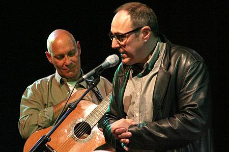 Vicente Feliú y Pere Camps en la clausura de la decimocuarta edición del Festival BarnaSants. © Xavier Pintanel