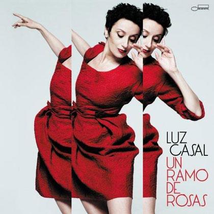 Portada del disco «Un ramo de rosas» de Luz Casal.