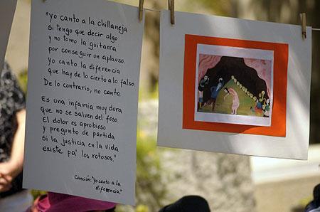 Homenaje a Violeta Parra en el Cementerio General. © UPI