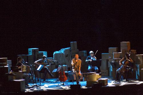 Feliu Ventura en la presentación de «Música i lletra» en el Auditori de Barcelona el pasado 15 de octubre de 2011. © Xavier Pintanel