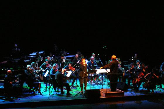 Maria del Mar Bonet con la Orquesta de Cambra de Vilaseca dirigida por Enrique Pérez-Mesa. © Xavier Pintanel