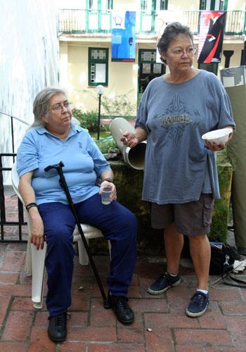 Sara González y Diana Balboa en unas jornadas de pintura al aire libre. © Xavier Pintanel