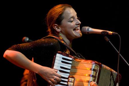 Pascuala Ilabaca inició su segunda gira europea en la Sala Luz de Gas de Barcelona. © Xavier Pintanel
