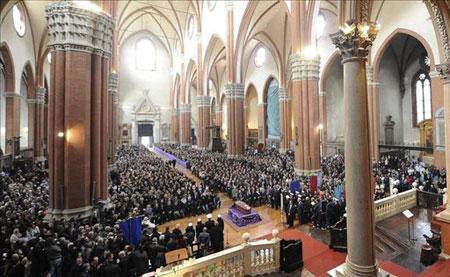 Vista general del funeral de Lucio Dalla en la Iglesia de San Petronino de Bolonia (Italia). © EFE