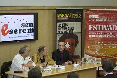 De izquierda a derecha: Patrick Roux, director de Estivada; Pere Camps, director del BarnaSants y Daniel Périssé, director del Sèm e serem. © Xavier Pintanel