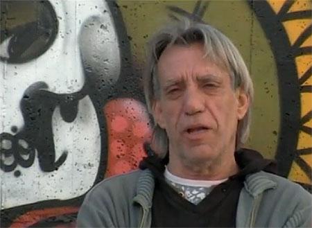 Luis Pastor en un fotograma del vídeo «¿Qué fue de los cantautores?».