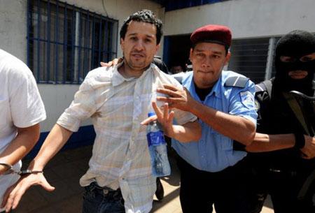 Henry Fariñas fue trasladado de las celdas de la Dirección de Auxilio Judicial (DAJ), en el viejo centro de Managua, al local de los juzgados, al oeste de la ciudad, bajo estrictas medidas de seguridad.