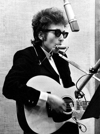 Grabación, en 1965 en Nueva York, del primer álbum donde Dylan optó la instrumentación electrónica © Daniel Kramer