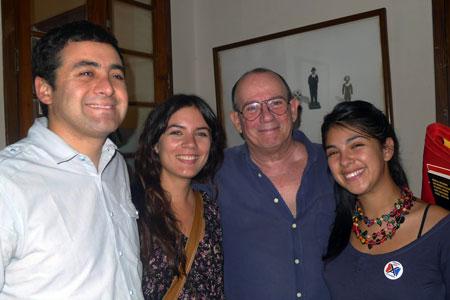De izquierda a derecha: Luis Cobos, Camila Vallejo, Silvio Rodríguez y Karol Cariola. © Segunda Cita
