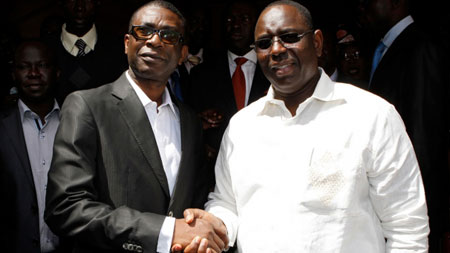 Youssou N'Dour con el presidente Macky Sall.