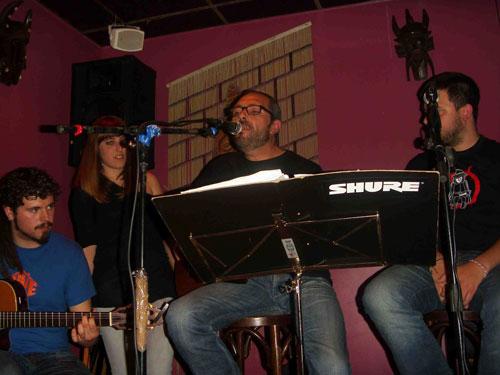 Álvaro Ruiz, Paula de Alba, Alejandro Ferré y Alberto Leal durante la presentación  del disco «De amores y rayuelas» en la  Sala Zanzíbar de Madrid.