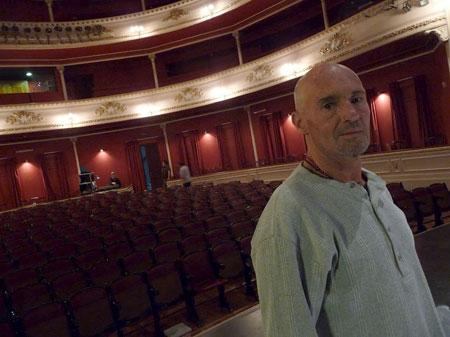 Enric Hernàez en el Teatro Macció de San José de Mayo (Uruguay). © Josep Maria Hernández Ripoll